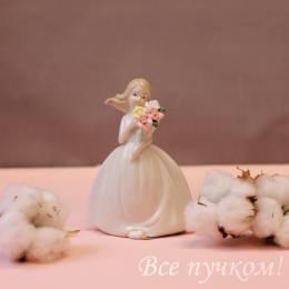 "Фигурка ""Девочка с букетом роз"""