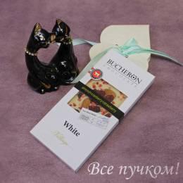 """Белый шоколад """"Бушерон"""" с миндалем, клюквой и клубникой"""