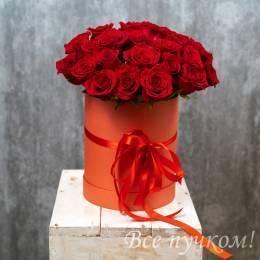 Коробочка с 25 красными розами