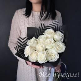 Букет#511 - 11 белых роз 60-70см в темной матовой пленке