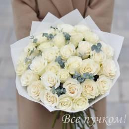 Букет#604 - 25 белых роз 40-50 см с эвкалиптом в оформлении