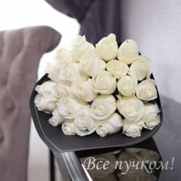 Букет#523-25 белых роз 60-70 см в черной пленке