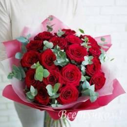 Букет#604- 25 красных роз 40-50 см с эвкалиптом.Упаковка в ассортименте