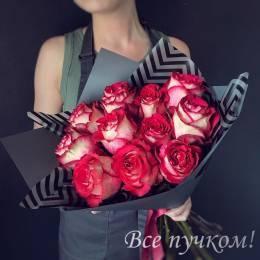 Букет#526- 11 красно-белых роз в оформлении